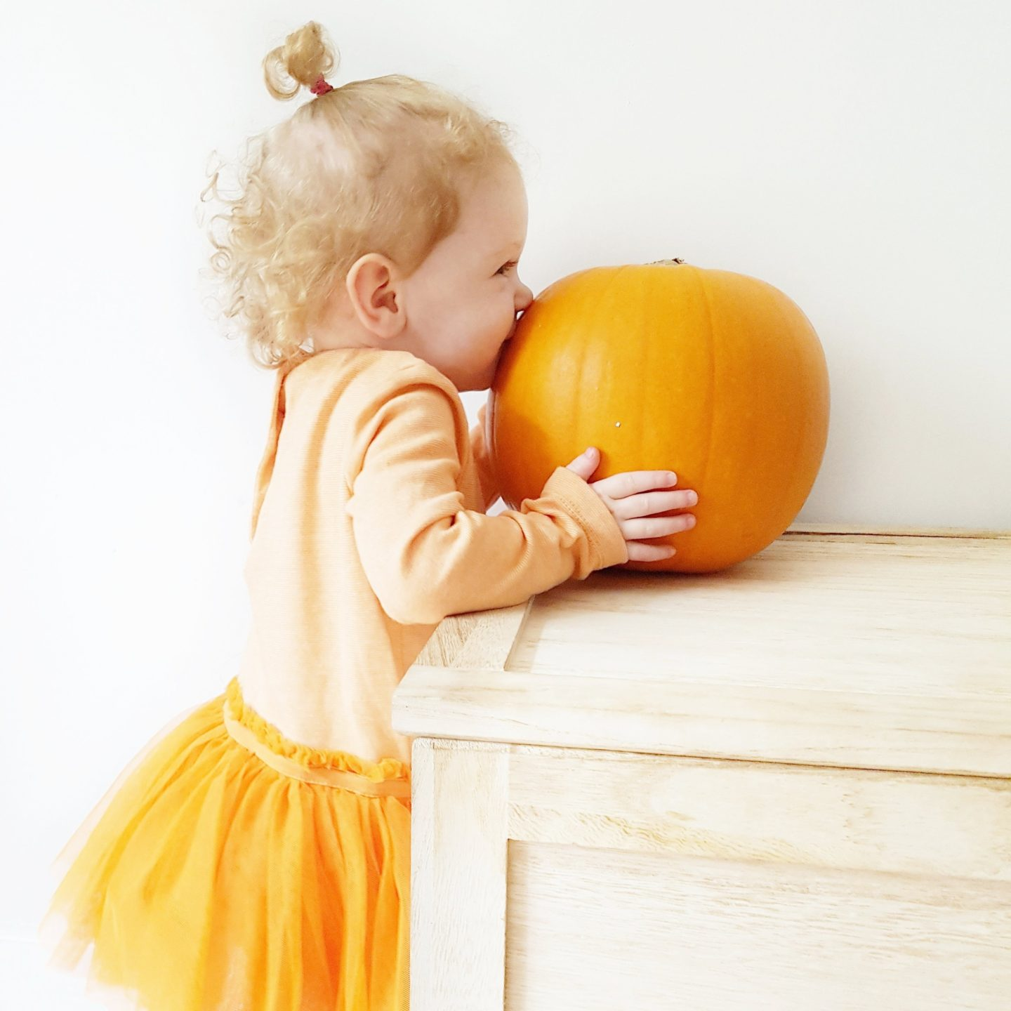 Halloween Baking, Jelly & Messy play with a toddler.