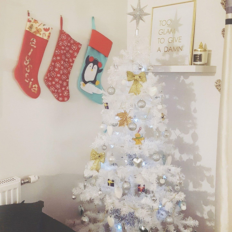 Christmas Tree Decorating & Date Night